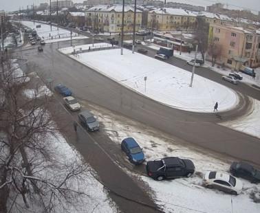 Астрахань. Веб камера онлайн перекресток улиц Николая Овстровского и Боевая