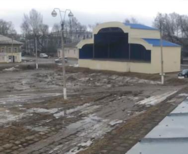 Бежецк. Веб камера онлайн сцена на Cоветской площади