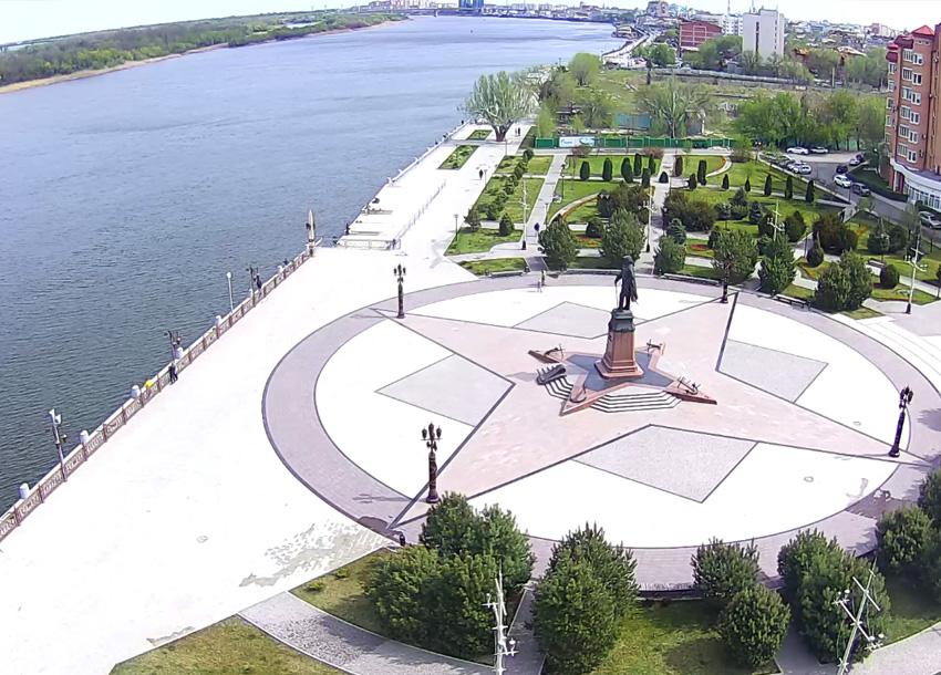 Астрахань. Веб камера онлайн памятник Петру I