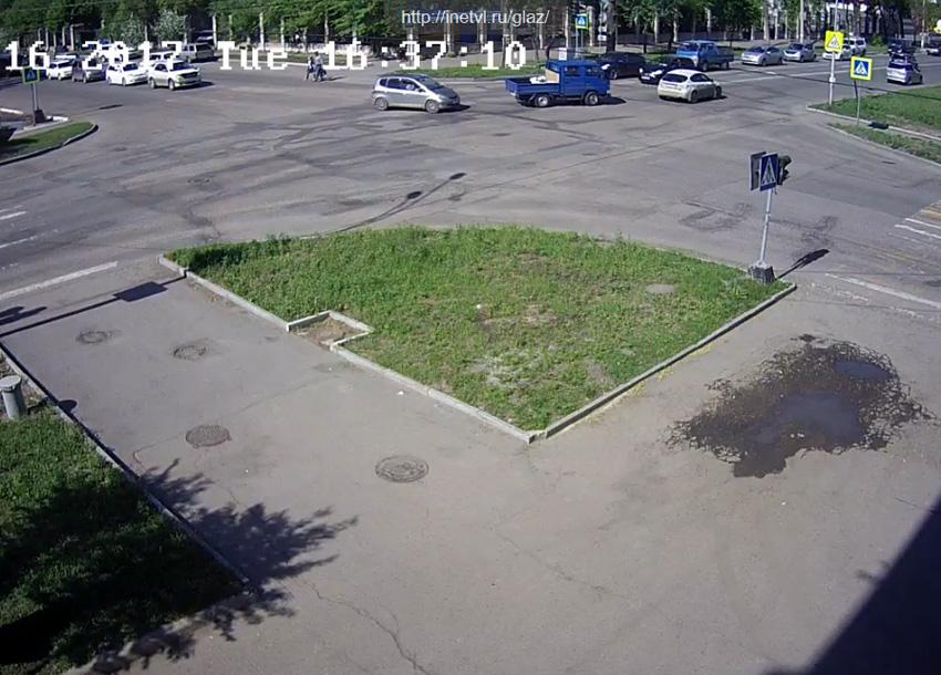 Уссурийск. Веб камера онлайн перекресток Комсомольская и Ленина
