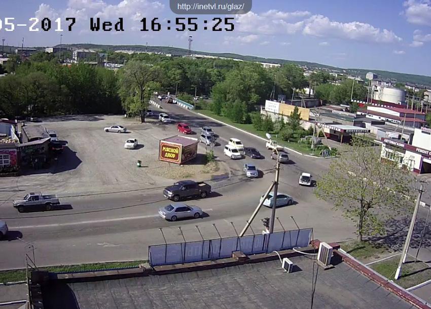 Уссурийск. Веб камера онлайн перекресток Тургенева — Комсомольская