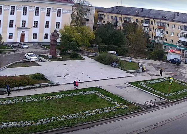 Полевской. Веб камера онлайн площадь Бажова