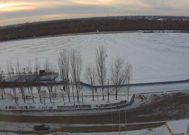 Астрахань. Веб камера онлайн река Волга с улицы Чехова